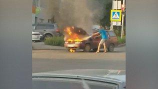 Автомобильный пожар в Копейске попал на видео