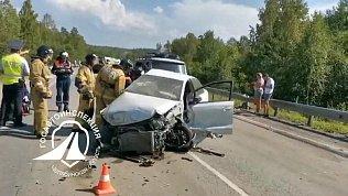 На трассе вЧелябинской области влобовом ДТП погибла женщина