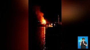 В Сатке загорелся развлекательный остров