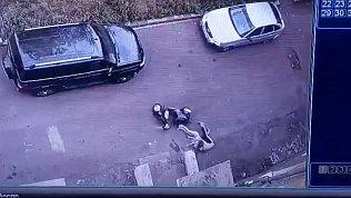 Жуткое падение двоих детей со скутера в Магнитогорске попало на видео