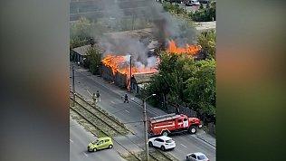 Пожар на улице Российской в Челябинске попал на видео
