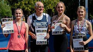 В Челябинске прошли соревнования попрыжкам сшестом «Уральское созвездие»
