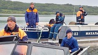 На Камчатке со дна озера подняли тела погибших прикрушении вертолета
