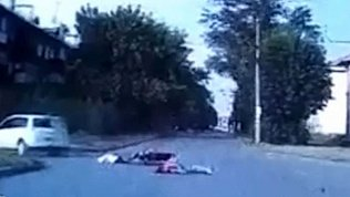 Видео серьезного ДТП с подростками на мопеде в Магнитогорске 18+