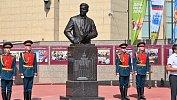 В Челябинске торжественно открыли памятник первому губернатору Петру Сумину