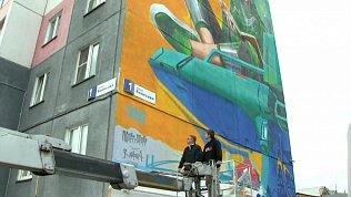 Алексей Текслер расписал стену вместе с уличными художниками: видео из Миасса