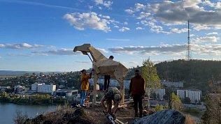 В Златоусте сняли на видео создание деревянного лося