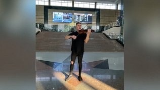 Видео выступления скрипача на железнодорожном вокзале Челябинска