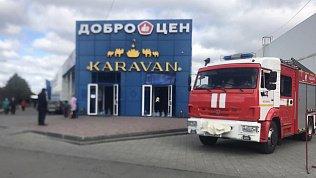 В Челябинске из‑за пожара вторговом комплексе эвакуировали 200человек