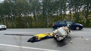 На трассе М‑5 подМиассом мотоциклист погиб вДТП сВАЗом и грузовиком