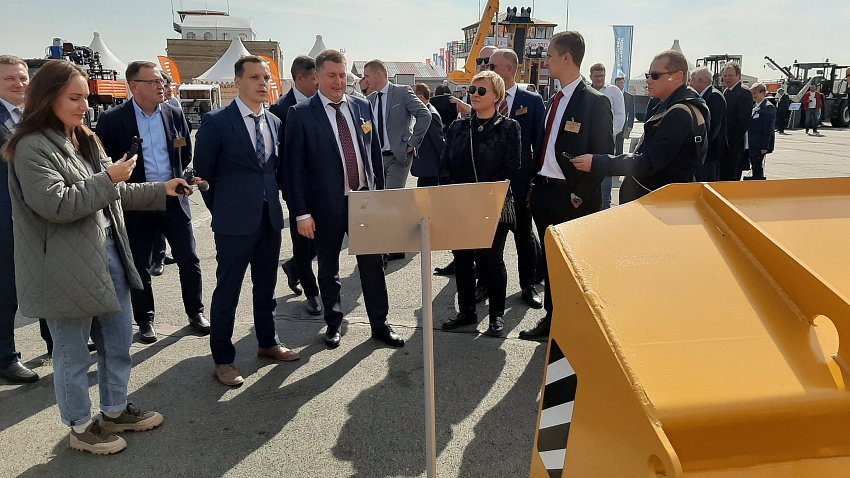 На аэродроме Калачево проходит всероссийская выставка спецтехники «СтройДорЭкспо»