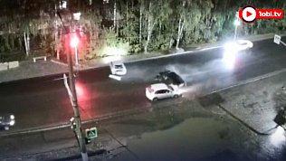 В Златоусте нарушитель на «Гранте» серьёзно помял две машины: видео с камер наблюдения