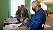 Спикер ЗСО Челябинской области проголосовал вместе ссемьей