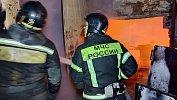 В промышленной зоне Челябинска горит ангар