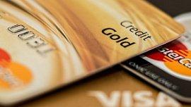 Жители Челябинской области стали реже брать кредитные карты