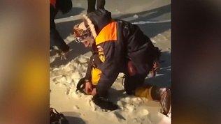 Видео спасения альпинистов, попавших в пургу при восхождении на Эльбрус