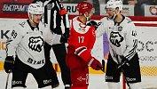 Хоккеисты челябинского «Трактора» всерии буллитов победили «Автомобилиста»