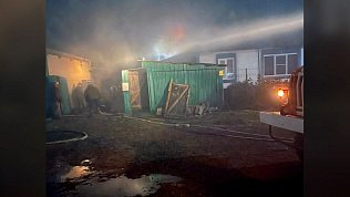 Сотрудники ДПС спасли пенсионерку на пожаре в селе Халитова Челябинской области