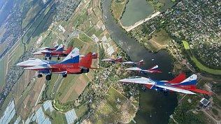 Тренировочный полёт «Стрижей» сняли на видео в Челябинске