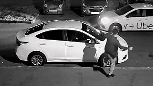 В Челябинске пьяный дебошир засветился на видео во время «нападения» на машину