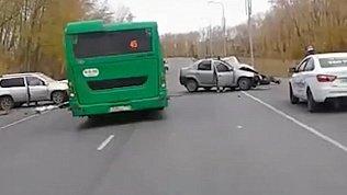 Видео последствий ДТП в Челябинске по дороге в аэропорт