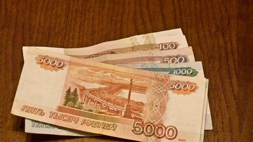 Зарплата жителей Челябинской области уменьшилась на 7%