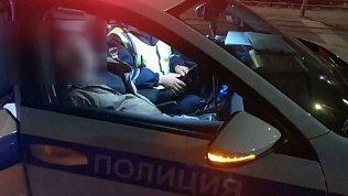 В Челябинске сотрудники ГИБДД спасли раненого человека