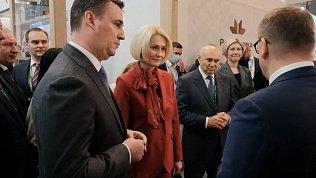 Алексей Текслер представил Виктории Абрамченко стенд Челябинской области на агропромышленной выставке «Золотая осень — 2021»