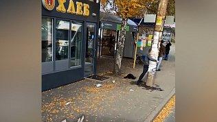 В Челябинске попала на видео схватка человека с бетонным столбом