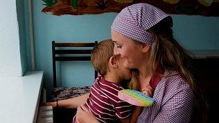 Рожденные за решеткой — корреспондент ОТВ снял специальный репортаж о сидящих в колониях матерях