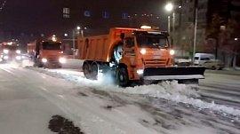 В Челябинске продолжается уборка снега