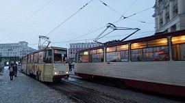 В центре Челябинска загорелся трамвай