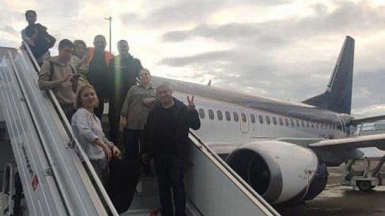 Борт со львом Симбой и леопардом Евой приземлился в Танзании