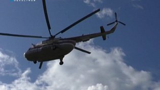 Молодую пару эвакуировали на вертолете Ми-8 с хребта Нургуш