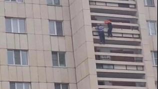 Подростки залезли на 11 этаж по балконам
