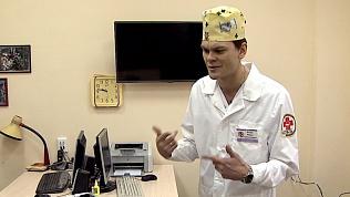 Рэпер-реаниматолог снимает напряжение в своём кабинете
