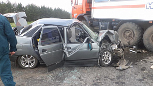 «КамАЗ» снес «десятку» на трассе Москва — Челябинск: двое погибли