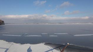 Аномалия! Симметричный рисунок в виде Китайской стены появился на озере в Снежинске