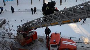 Женщина выбросила 3-летнего ребенка из окна многоэтажки в Челябинске