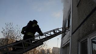 Мать выбросила ребёнка из окна во время пожара в Челябинске