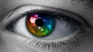 Ученые научились определять успешность человека по цвету глаз