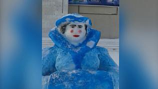 Пышногурудая возрастная снегурочка в Каслях шокировала южноуральцев