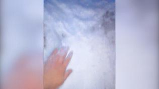 Ледяную горку завалили грязным снегом на северо-западе Челябинска