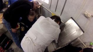 Машина для раскатки теста зажевала руку женщины в пекарне