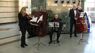 Оркестр аргентинского танго сыграл на железнодорожном вокзале