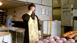 Челябинских пекарей благословили на выпечку куличей