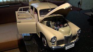 Коллекцию мини-автомобилей разместил в своей квартире автолюбитель