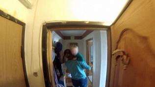 Двухлетний ребенок заперся в квартире