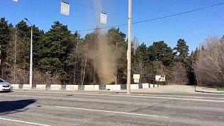 Песчаный смерч сняли на видео в Челябинске