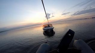 Рыбаки всю ночь просидели в лодке, застряв на Первом озере